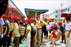 2004年8月24日,黄柏、新田镇的901人,乘火车迁往福建。(1)